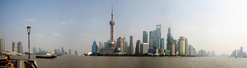 Panorama- Shanghai skyskrapor royaltyfria foton