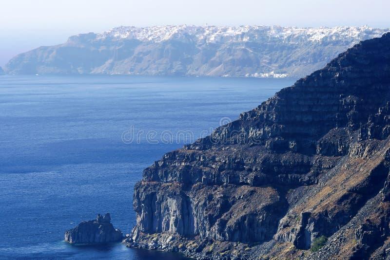 Panorama- sikt av den Santorinis staden royaltyfri fotografi
