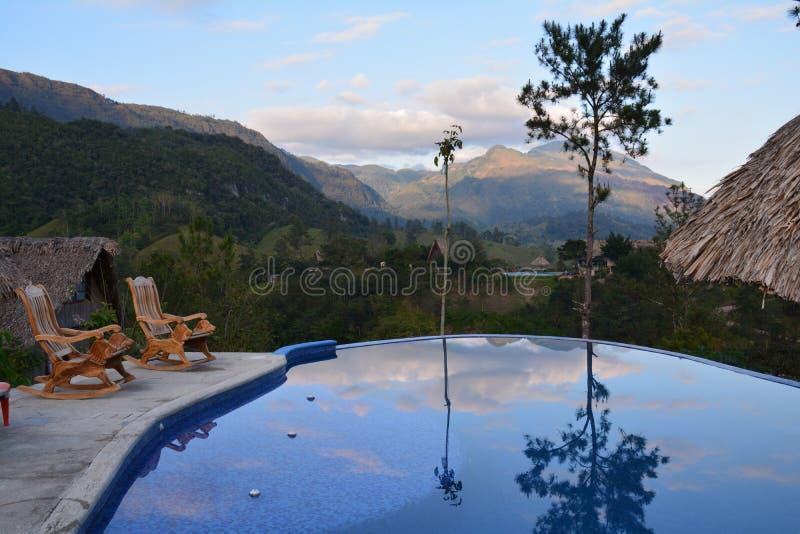 Panorama- simbassäng i Lanquin Guatemala arkivfoton