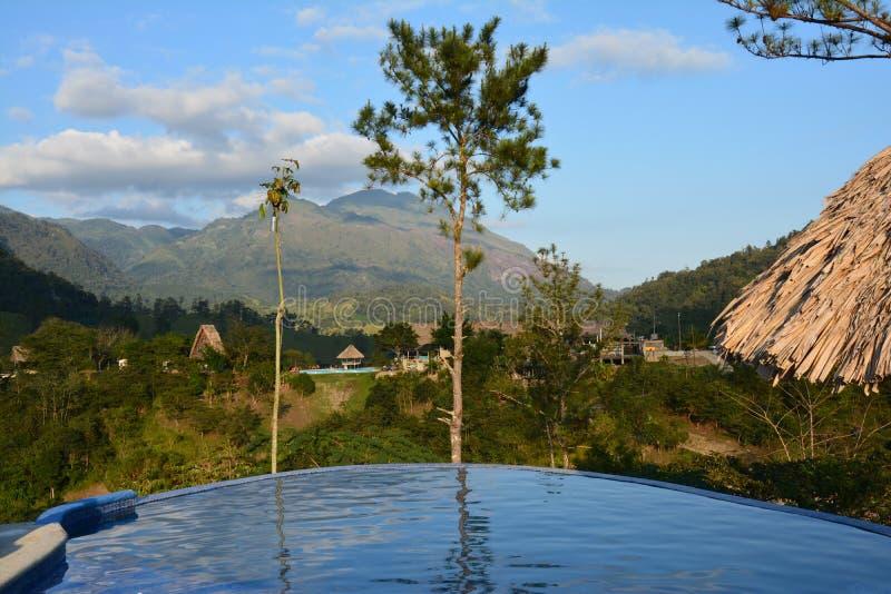 Panorama- simbass?ng i Lanquin Guatemala arkivfoto