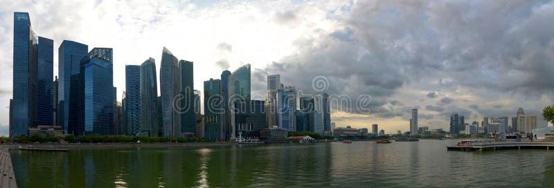 Panorama- Singapore horisont från Marina Bay royaltyfria foton