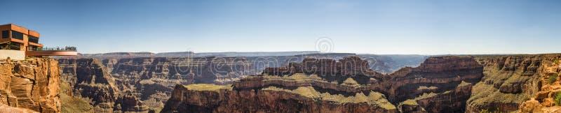 Panorama : Skywalk - jante occidentale de Grand Canyon, Arizona, AZ images stock
