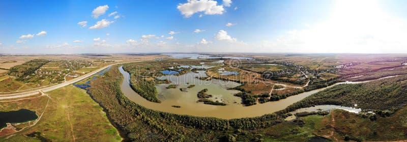 panorama 180 sobre el condado de Arges - Kayaking imagen de archivo