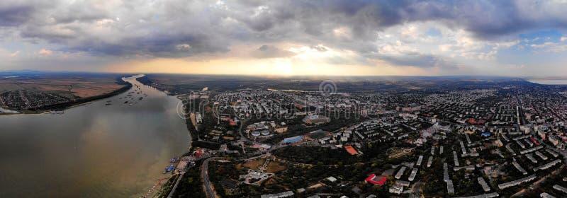 Panorama sobre la orilla de Danubio - Galati foto de archivo