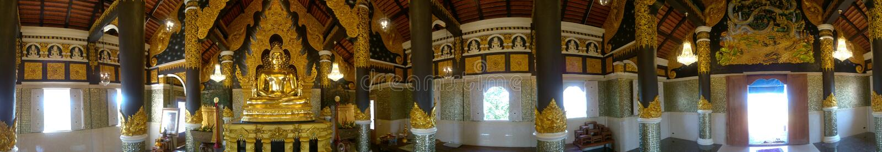 panorama som 360° skjutas av guld- buddistisk fristad royaltyfria foton