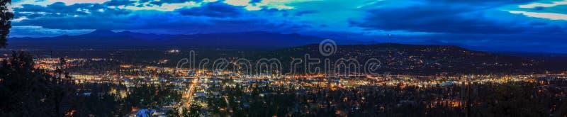 Panorama, som sett från krökning från pilot- Butte Neighborhood Park, Oregon arkivfoto