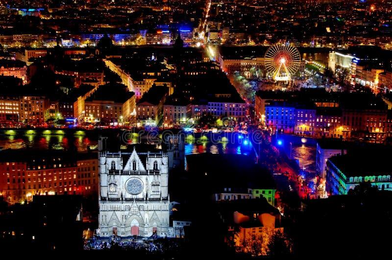 Panorama sopra Lione alla notte immagine stock