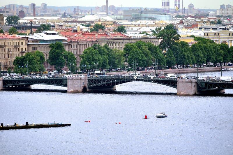 Panorama St Petersburg i wodny Neva rzeka teren - widok od wzrosta obrazy stock