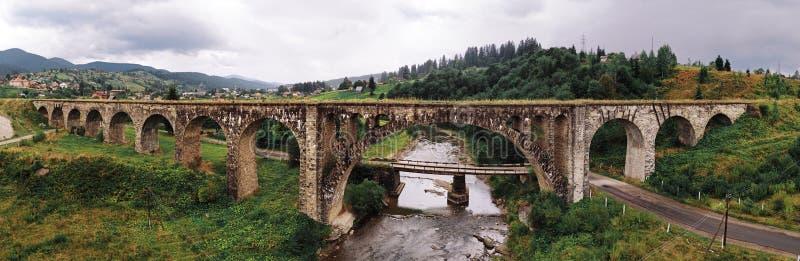 Panorama stary austriacki most przez rzeki przy Kara zdjęcia royalty free
