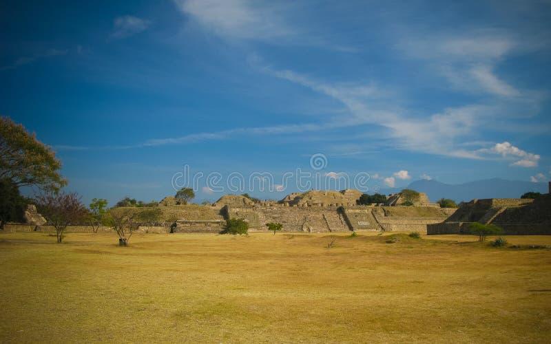Panorama stary majski rujnujący miasto Monte Alban, Oaxaca, Meksyk fotografia stock