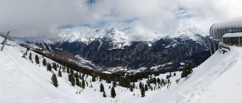 Panorama Station de sports d'hiver Solden image libre de droits