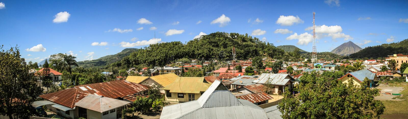 Panorama sulla città di Bajawa, Nusa Tenggara, isola di Flores, Indonesia immagine stock