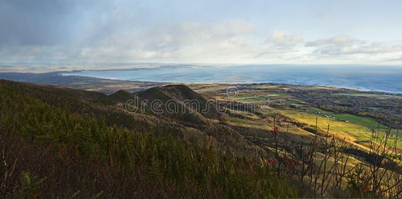 Panorama superior da montanha - península de Gaspe imagem de stock royalty free