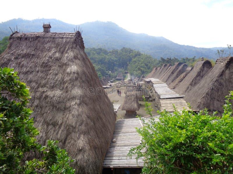 Panorama sur le village de bâti de Bena Bajawa photo libre de droits