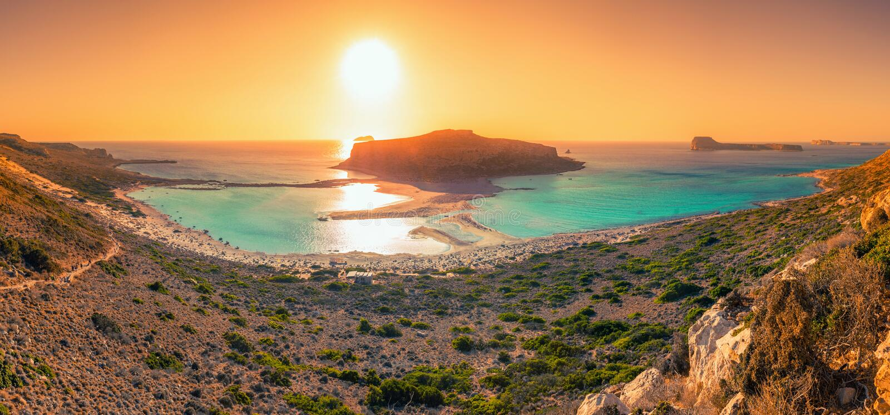 Panorama surpreendente da lagoa de Balos com águas mágicas de turquesa, lagoas, praias tropicais da areia e da ilha brancas puras fotos de stock royalty free