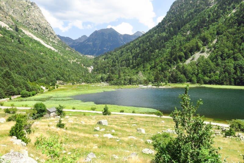 Panorama till den Aiguestortes nationalparken, Catalan Pyrenees, Spanien arkivbilder