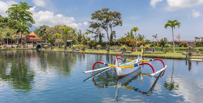 Panorama tradycyjna balijczyk łódź rybacka w stawie t fotografia royalty free