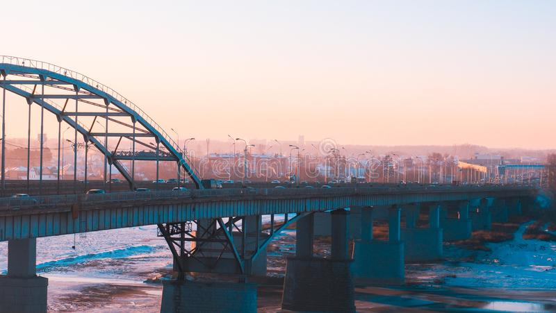 Panorama transport na moscie i wschód słońca nad Belaya rzeką w Ufa, Bashkiria, Rosja zdjęcie royalty free