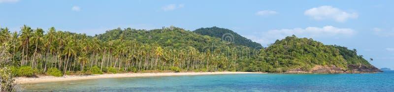 Panorama tropical da praia na ilha de Koh Chang imagens de stock royalty free