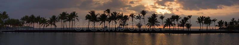 Panorama tropical de coucher du soleil images libres de droits