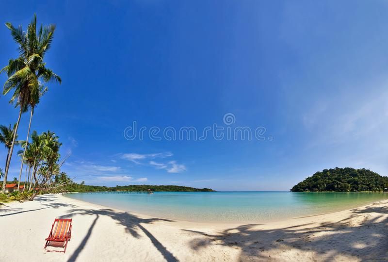 Panorama tropical de la playa foto de archivo libre de regalías
