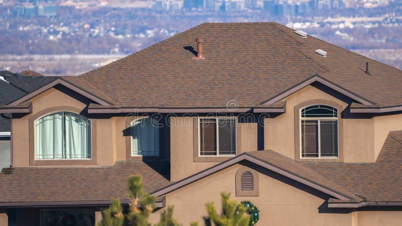 Panorama Two-story-mansion Utah Valley, USA-dagsljus arkivfoton