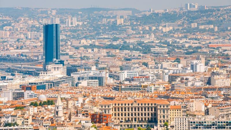 Panorama urbain, vue aérienne, paysage urbain de Marseille, France ensoleillé photographie stock libre de droits