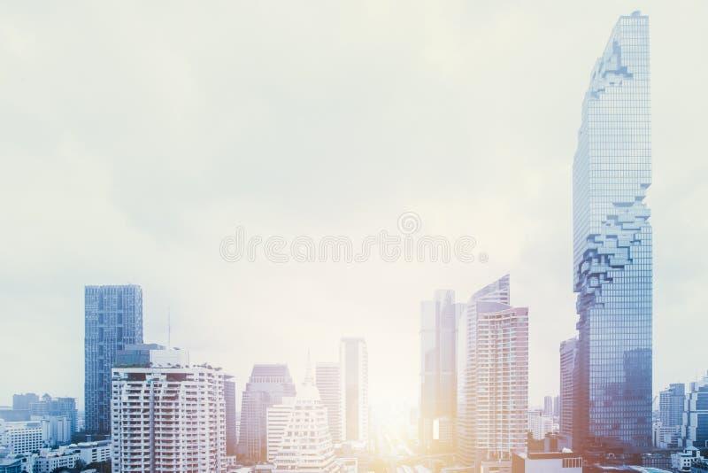 Panorama urbano della metropolitana futuristica della città ampio fotografia stock