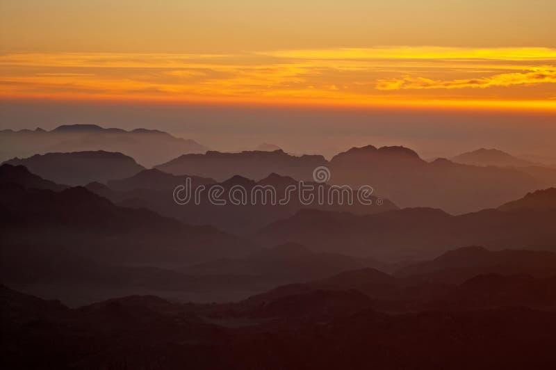 Panorama vaggar av Mount Sinai på soluppgången, Egypten royaltyfri bild