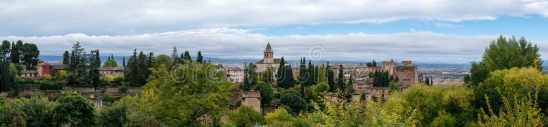 Panorama van Alhambra van Granada in Andalucia in Spanje royalty-vrije stock foto's