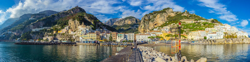 Panorama van Amalfi stad, Italië royalty-vrije stock fotografie