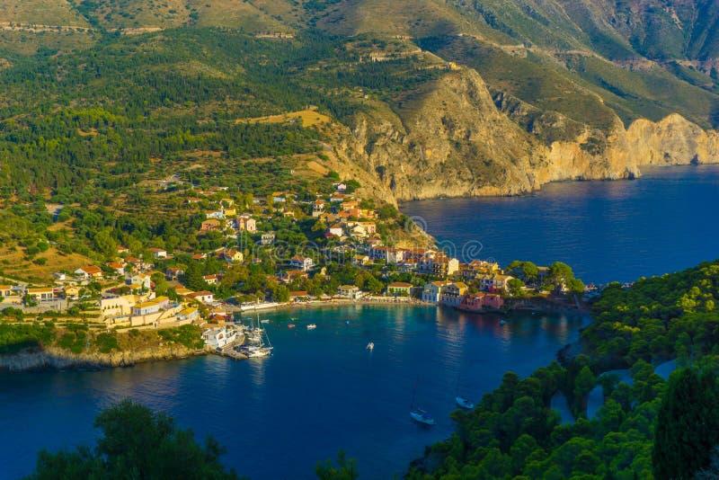 Panorama van Assos-dorp in Kefalonia, Griekenland royalty-vrije stock afbeelding