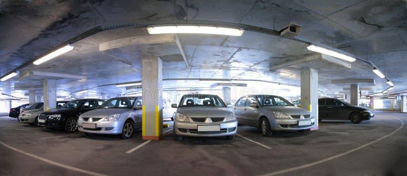 Panorama van auto`s parkeren stock foto
