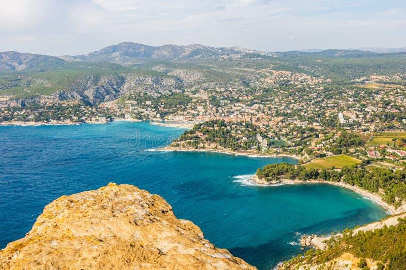 Panorama van baai van Cassissen, Cassissenstad, de Provence, Frankrijk stock fotografie