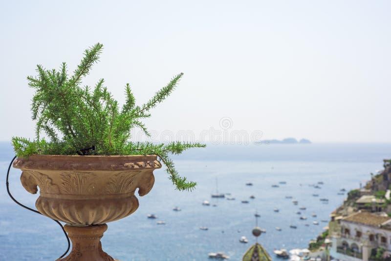 Panorama van balkon in Positano-stad stock foto