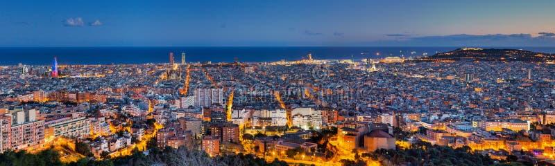 Panorama van Barcelona bij dageraad royalty-vrije stock foto's