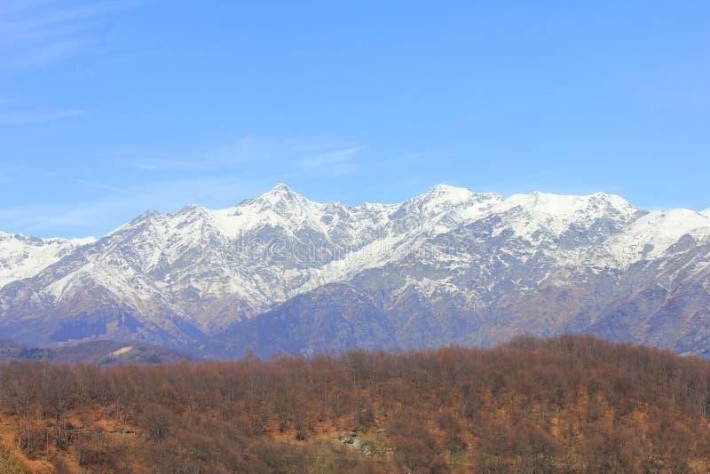 Panorama van bergen in Itally in de lente stock fotografie
