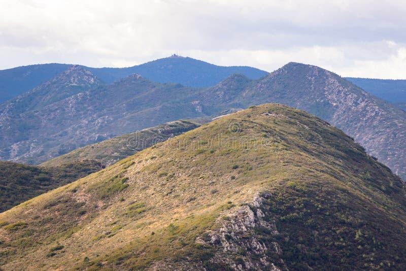Panorama van bergen in Spanje Bewolkte hemel royalty-vrije stock afbeeldingen