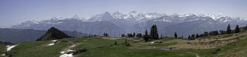 Panorama van Bernese Alpen, Niederhorn, Zwitserland royalty-vrije stock afbeeldingen
