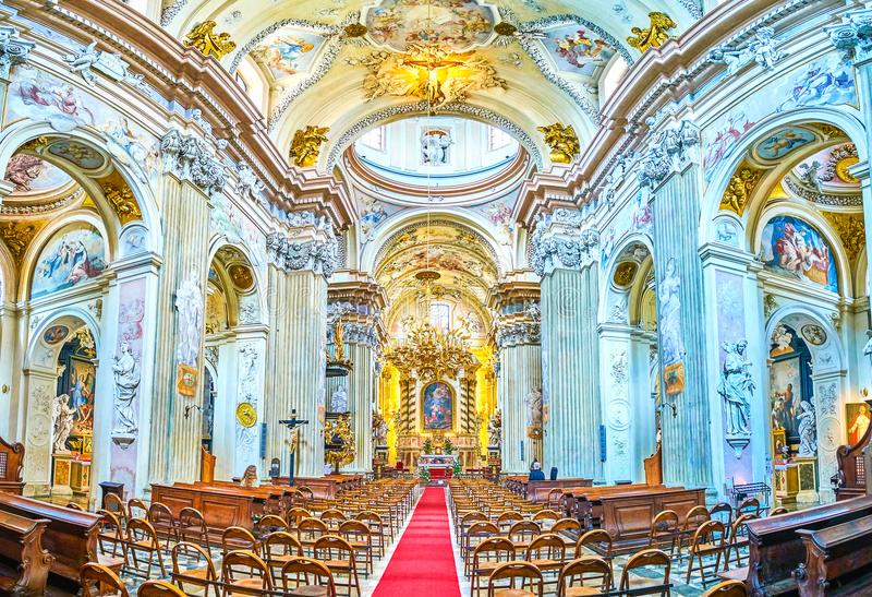 Panorama van binnenland van St Anna kerk in Krakau, Polen stock afbeelding
