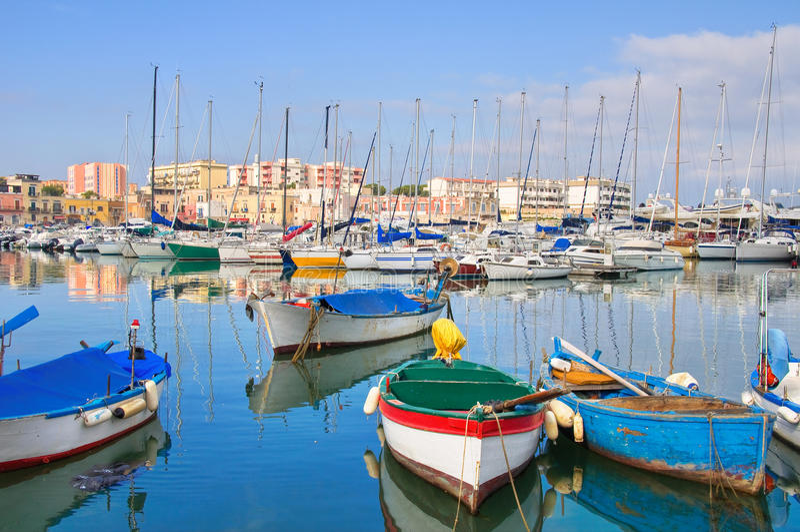 Panorama van Bisceglie Puglia Italië stock fotografie