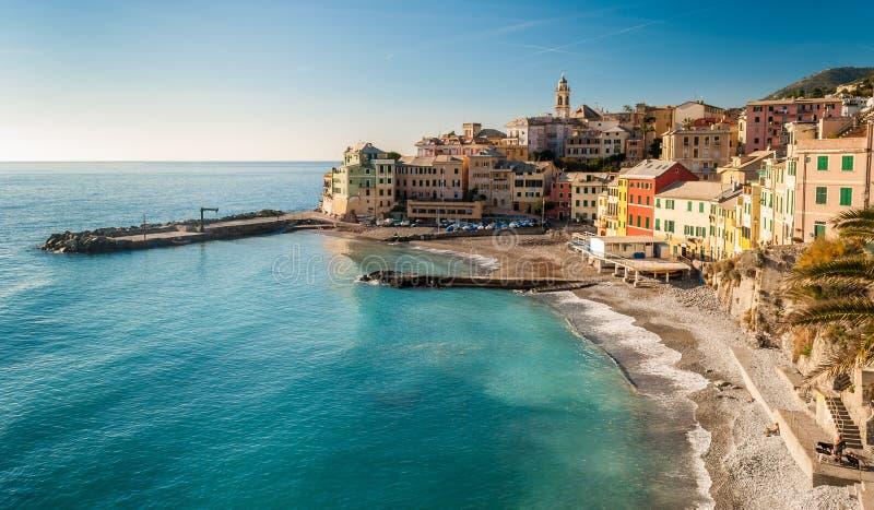 Panorama van Bogliasco, klein overzees dorp dichtbij Genua noordelijk Italië stock foto's