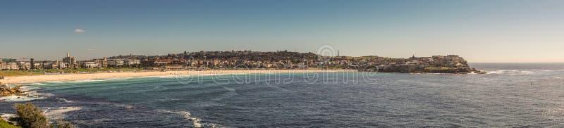 Panorama van Bondi-strand en het noordenkust wordt geschoten, Sydney Australia dat stock fotografie