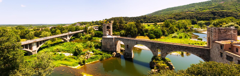 Panorama van bridgee in Besalu royalty-vrije stock afbeelding