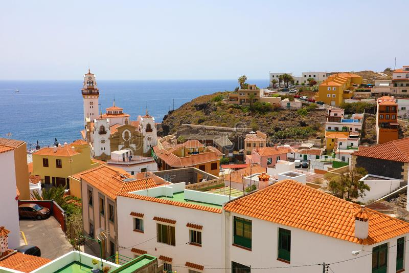 Panorama van Candelaria dorp op Tenerife, Canarische Eilanden, Spanje stock foto's