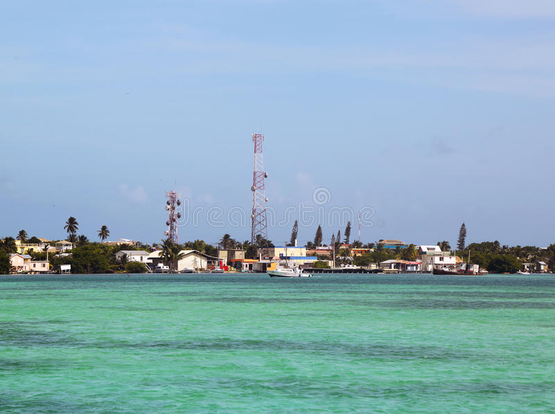 Panorama van Caye-Breeuwijzerwaterkant in Belize stock foto's