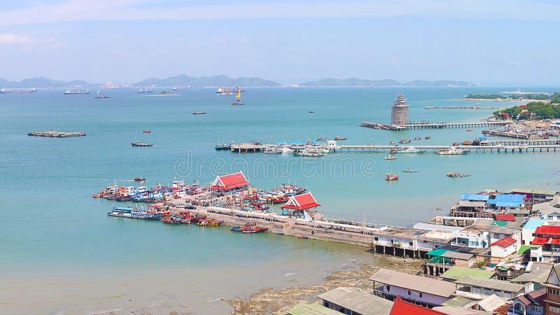 Panorama van Chumphon-estuarium Visserijdorp met bewolkte hemel, Thailand De visserij is het belangrijkste beroep voor de dorpsbe stock afbeeldingen