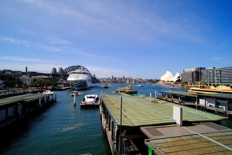 Panorama van Cirkelkade, van Sydney Harbour Bridge en Opaera-Huis, Australië royalty-vrije stock foto's