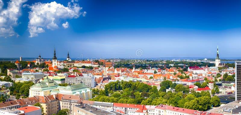 Panorama van Cityscape van Tallinn in Estland Genomen uit T stock fotografie