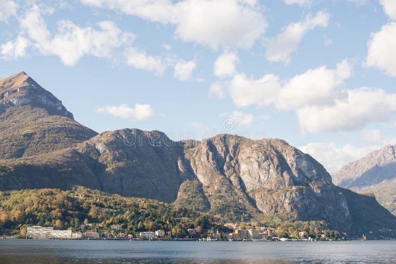 Panorama van Como-Meer, Italië stock foto's